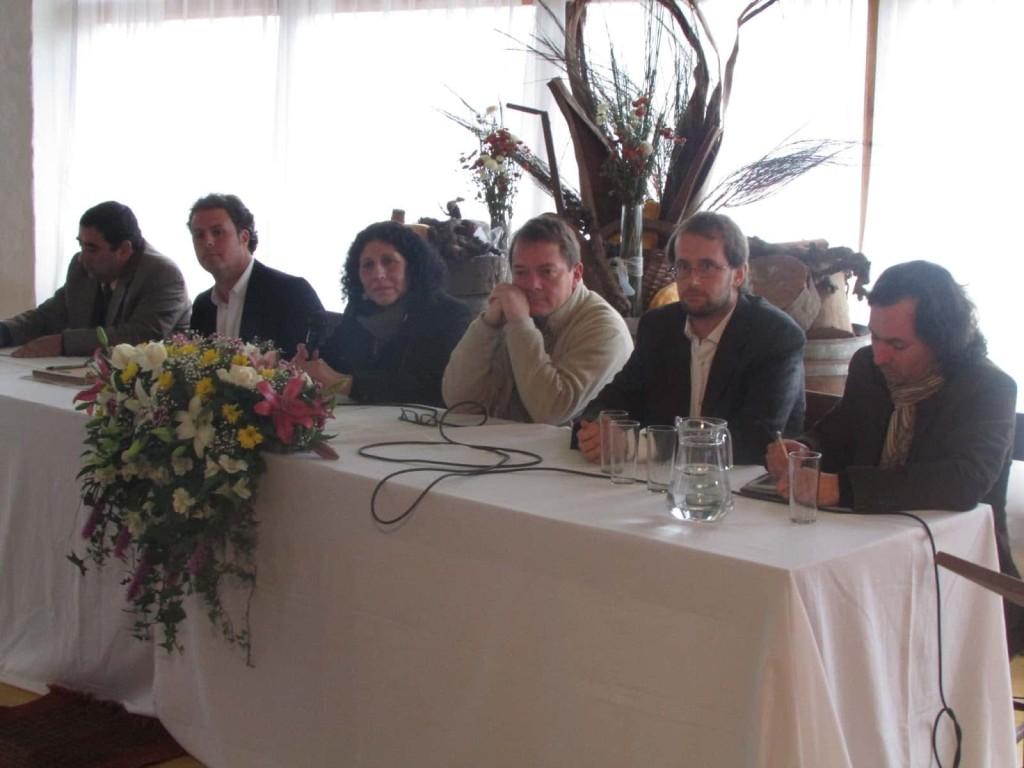 Panelistas, de izquierda a derecha: Héctor González, Cristóbal Rebeco, la Alcaldesa Gloria Paredes, Alejandro León, Jordan Harris y Matías Peredo.