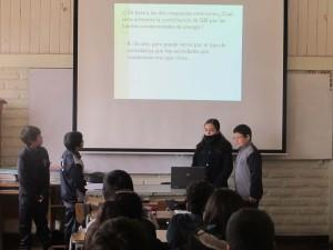 En grupos de 4 alumnos, los niños debieron trabajar su presentación